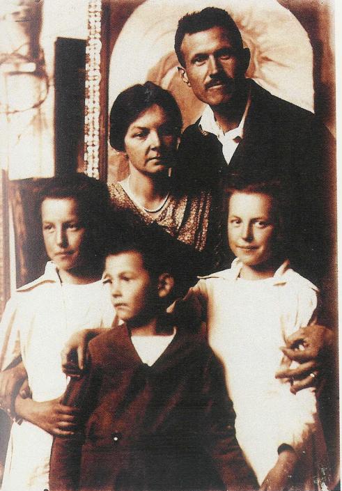 Bory Jenő és családja